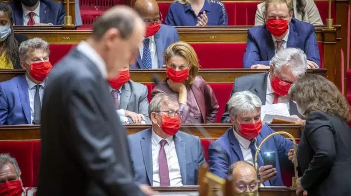 Thủ tướng Pháp Jean Castex trình bày diễn văn chính trị trước Quốc hội. Ảnh: Le Monde