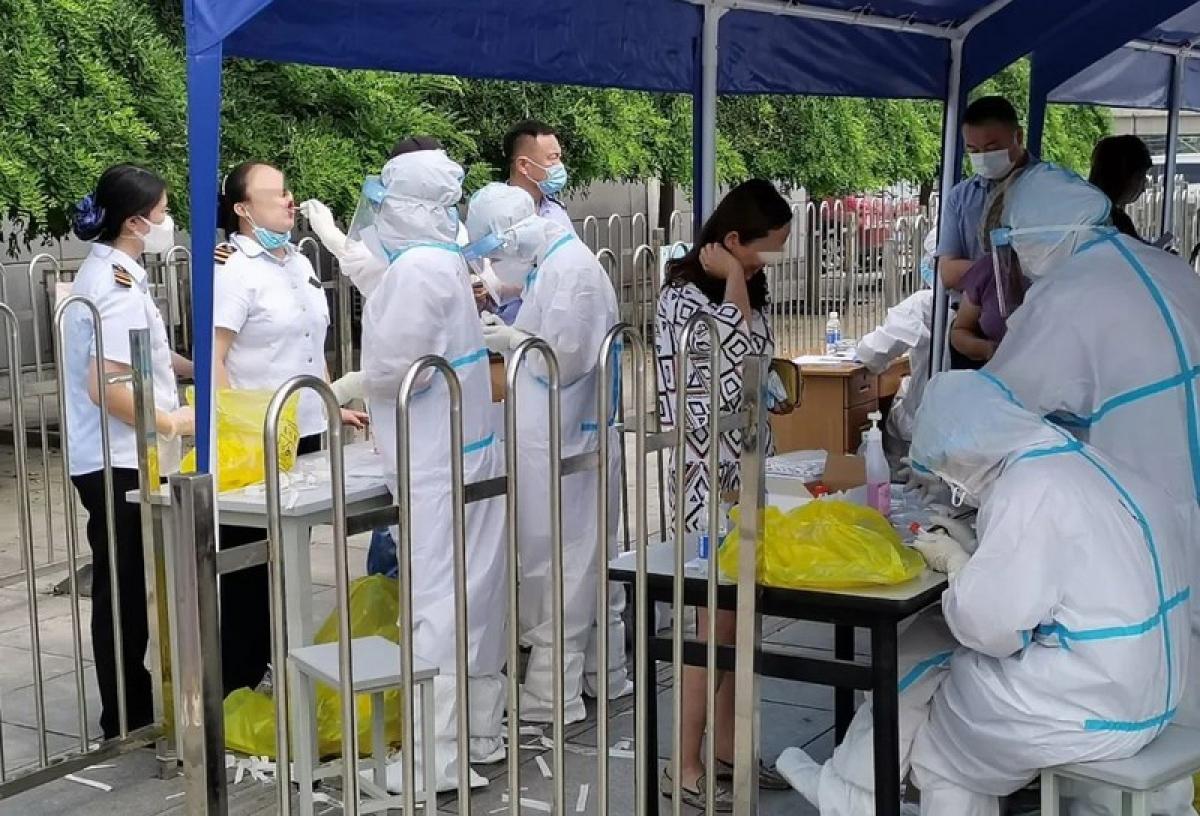 Xét nghiệm axit nucleic tại thành phố Đại Liên. Ảnh: Visual China