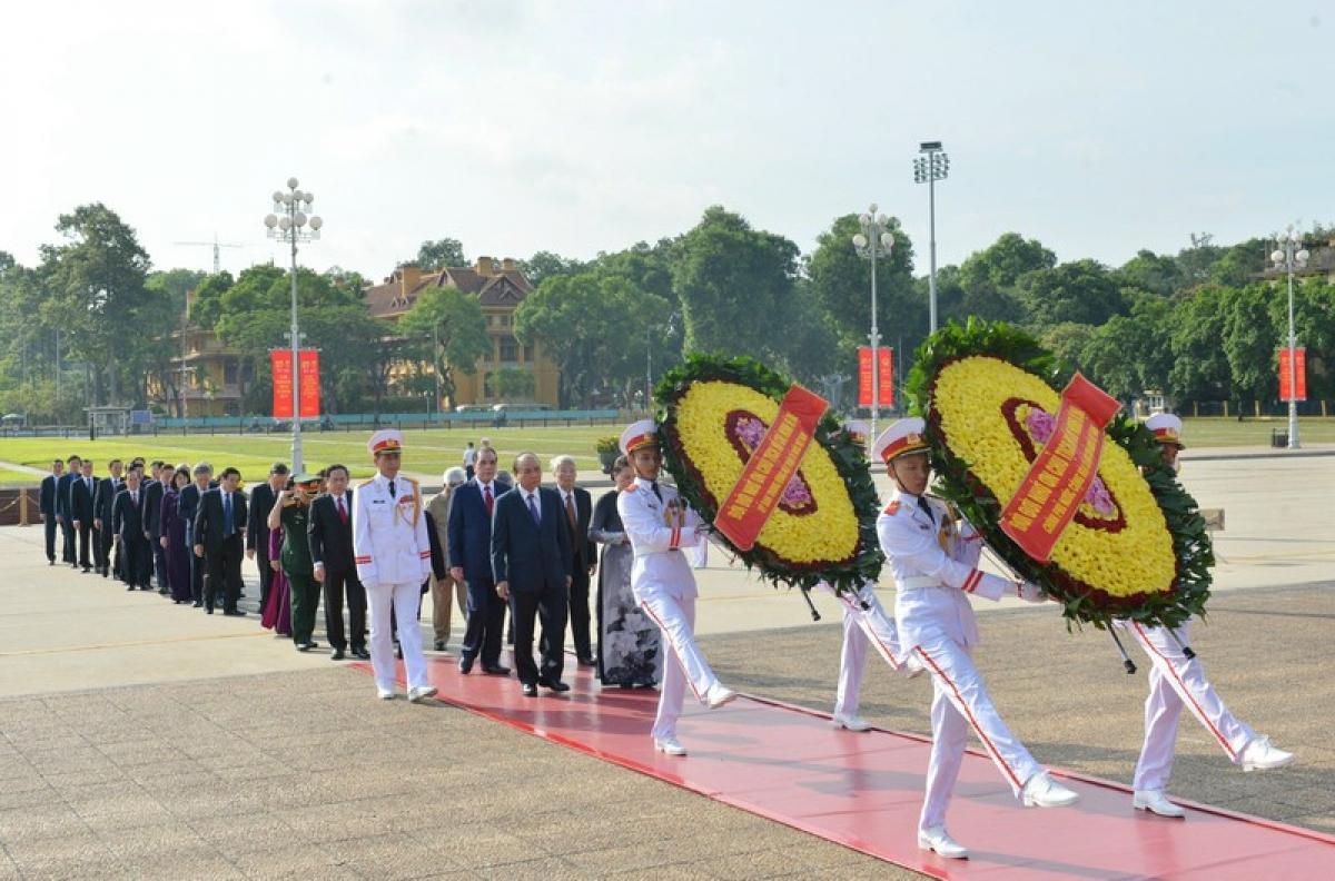 Lãnh đạo Đảng, Nhà nước, Mặt trận Tổ quốc vào Lăng viếng Chủ tịch Hồ Chí Minh
