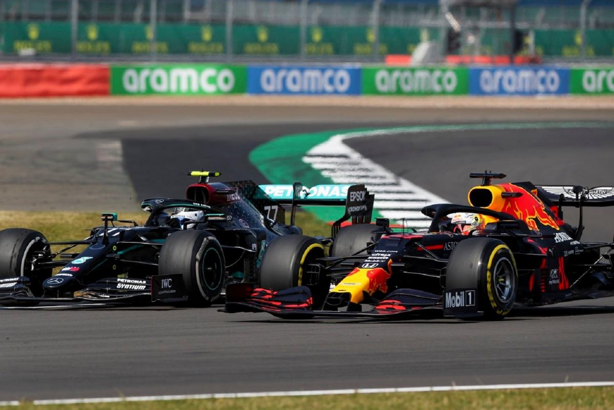 Màn so kè nghẹt thở giữa Max Verstappen và Valtteri Bottas ở chặng đua thứ 5 mùa giải 2020, cũng là chặng đua kỷ niệm 70 năm của F1.