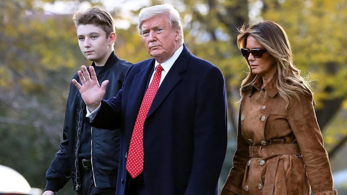 Tổng thống Trump cùng đệ nhất phu nhân Melania Trump và con trai Barron. Ảnh: Getty Images.