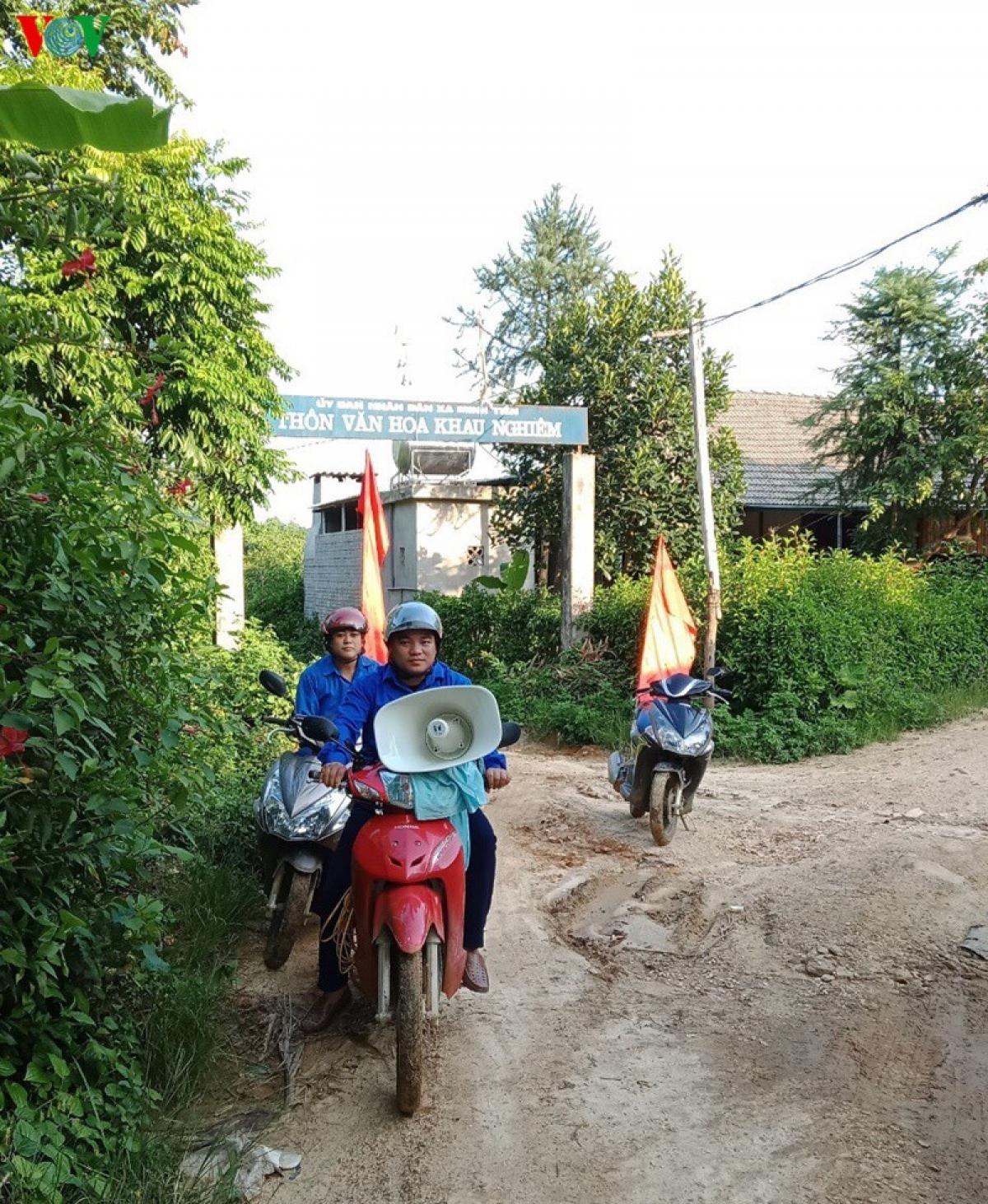 Cùng với các biện pháp trên, huyện Lục Yên đã đa dạng hóa hình thức tuyên truyền phòng chống đuối nước, tai nạn thương tích cho trẻ.