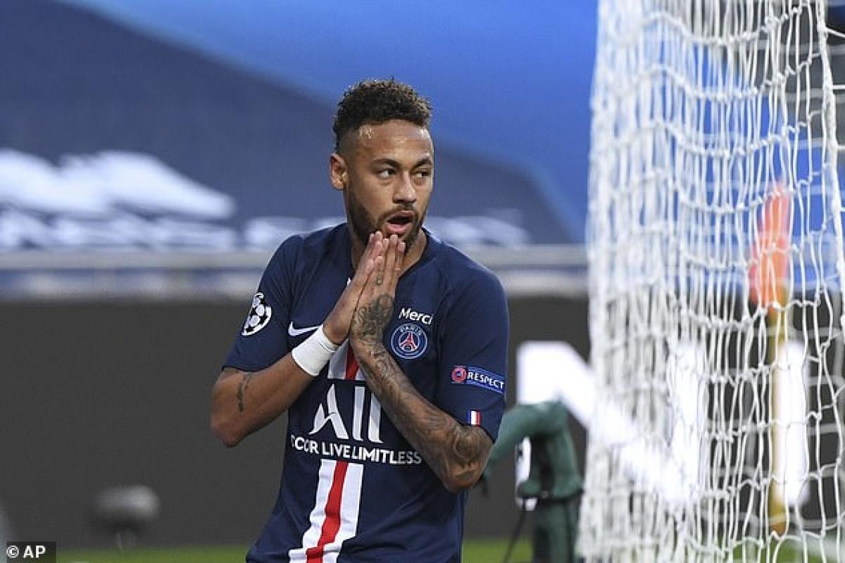 Neymar sẽ giúp PSG giành chiến thắng trong cuộc đua giành chữ ký của Messi? (Ảnh: AP).