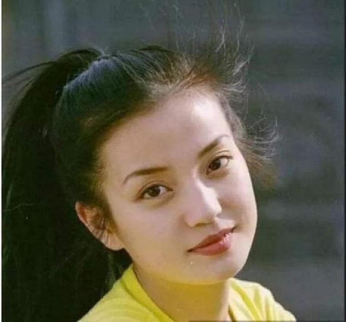Với nhan sắc đẹp như tranh vẽ, Triệu Vy từng đã hút hồn Huỳnh Hiểu Minh ngay từ khi ngồi trên ghế nhà trường. (Ngôi sao)
