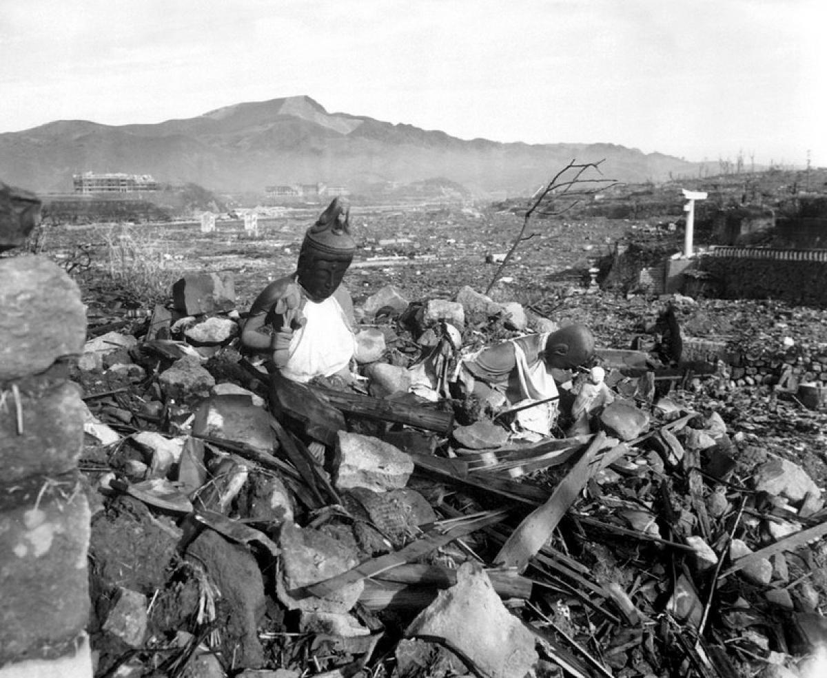 Cảnh đổ nát của Nagasaki sau khi bị tấn công hạt nhân; Nguồn: wikipedia.org