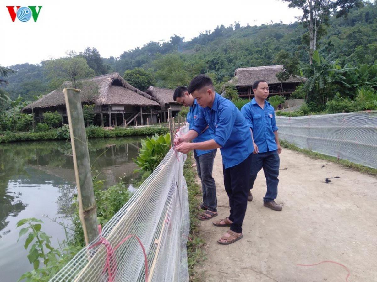 Đối với các ao, hồ gần nhà, dọc đường đi... Lục Yên yêu cầu phải rào chắn cẩn thận.