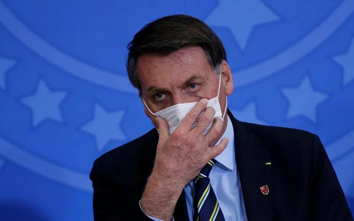 Brazil, tong thong Bolsonaro, deo khau trang ngua Covid -reu.jpg