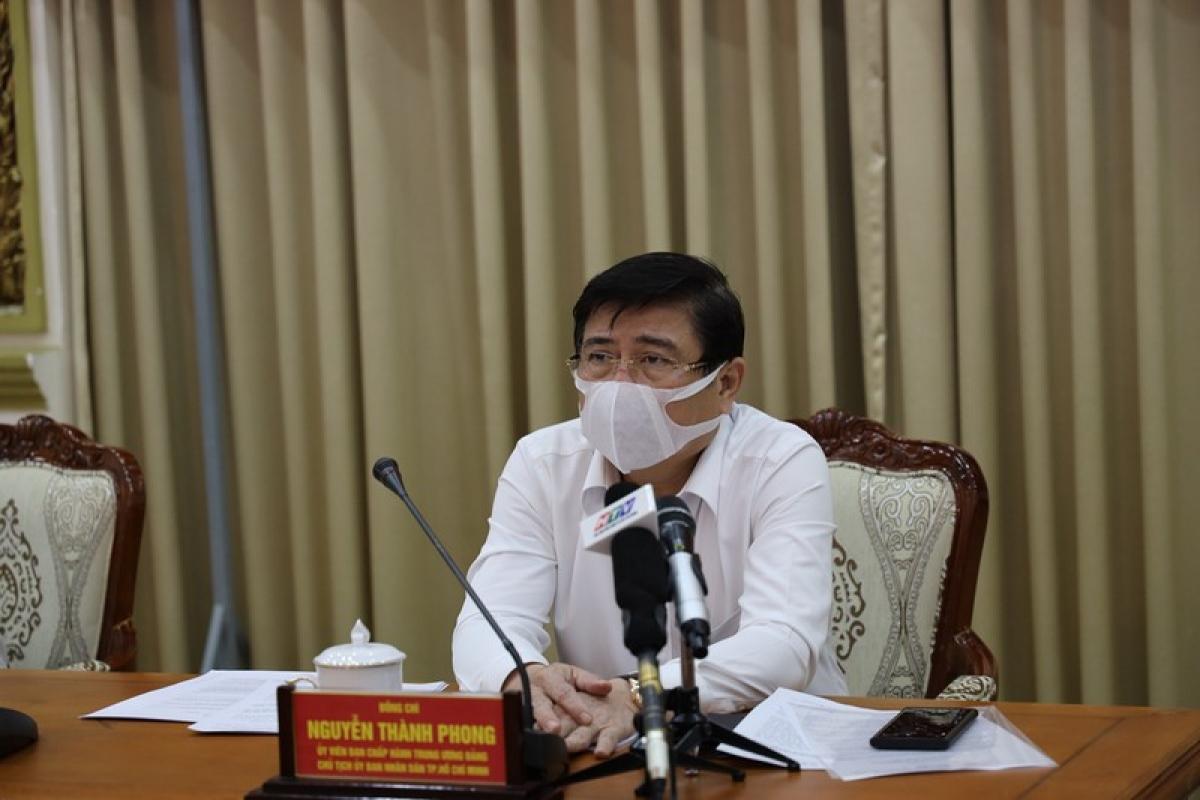 Chủ tịch UBND TPHCM Nguyễn Thành Phong tại cuộc họp.