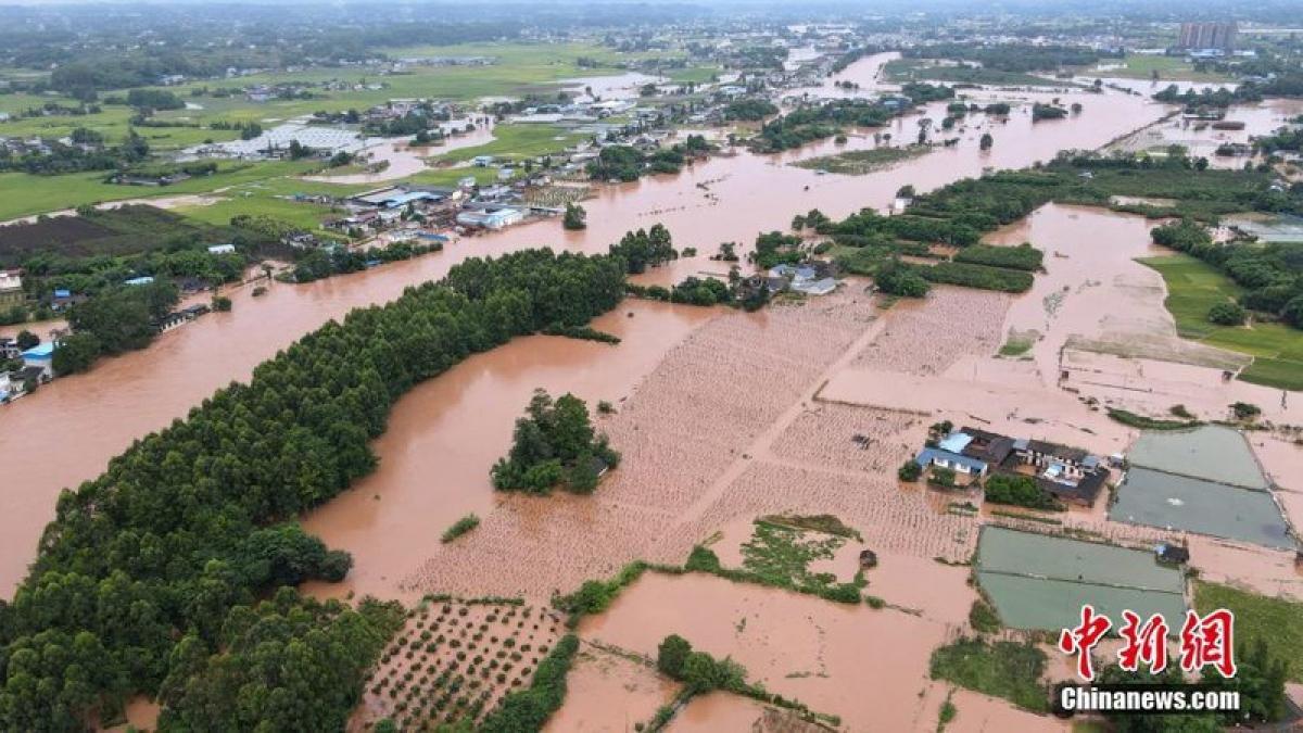 Mưa lớn gây ngập nặng ở tỉnh Tứ Xuyên ngày 12.8. Ảnh: Chinanews