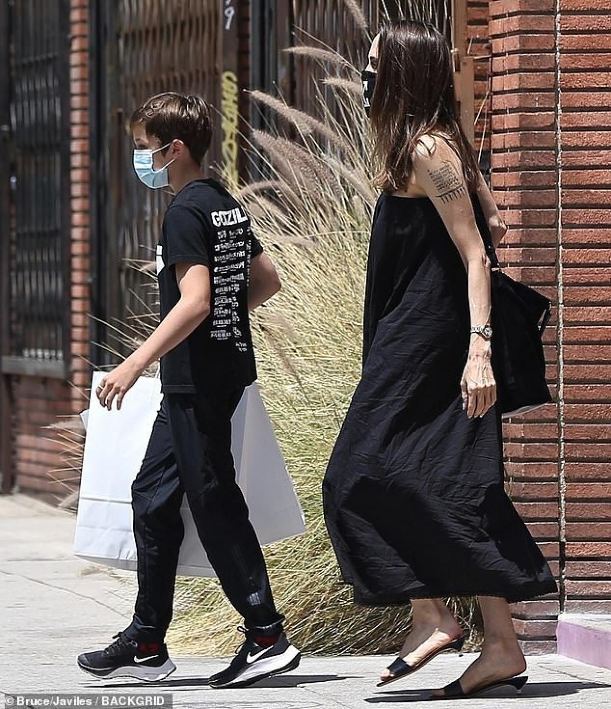 Trong cuộc phỏng vấn trước đó với tạp chí Vogue Anh, Angelina Jolie bất ngờ tiết lộ lý do thực sự khiến cô quyết định ly hôn Brad Pitt.