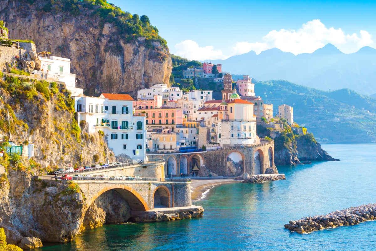 Italy: Cảnh phim các nhân vật do John David Washington, Elizabeth Debicki, và Kenneth Branagh thủ vai ngồi trên du thuyền mà khán giả thấy trong trailer được quay tại bờ biển thiên đường Amalfi của Ý.