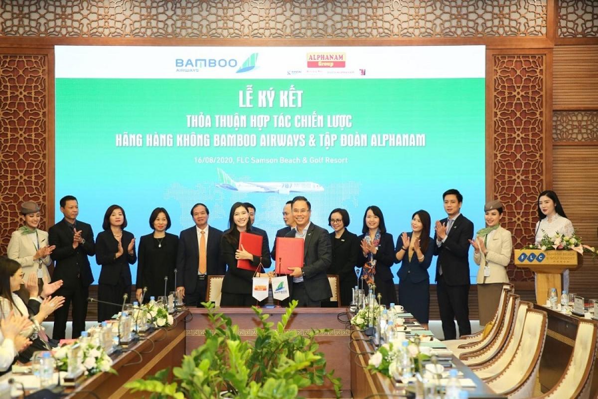 Ký kết hợp tác giữa Bamboo Airways và Tập đoàn Alphanam