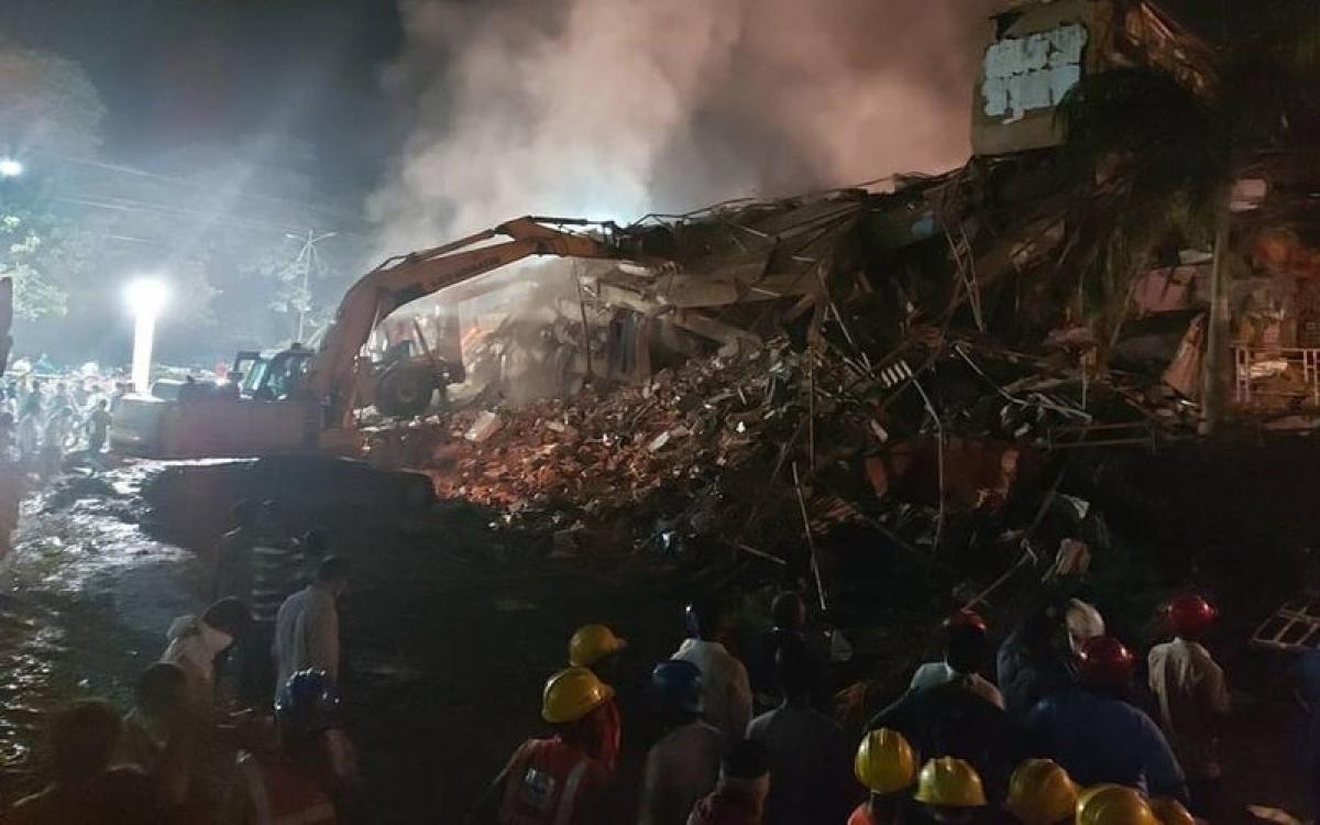 Hiện trường vụ sập nhà tối 24/8. Ảnh: The Hindu.