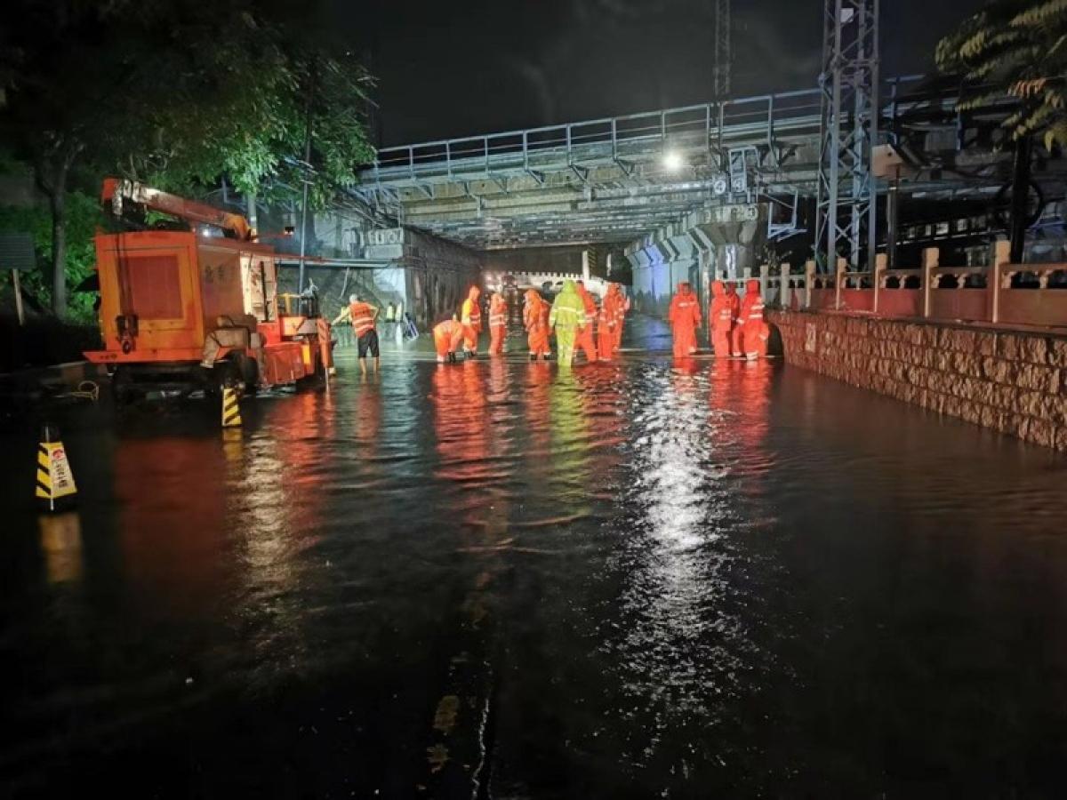Mưa lớn gây ngập lụt ở thủ đô Bắc Kinh. Ảnh: Nhật báo Bắc Kinh