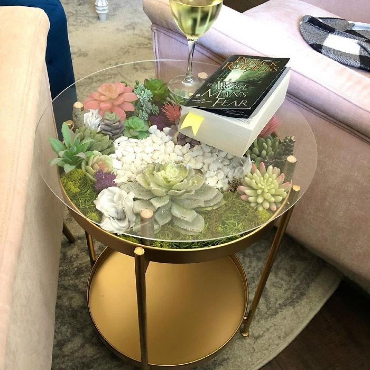 Những chiếc bàn với cây và hoa thế này sẽ dần thay thế những chiếc bàn gỗ, nhựa truyền thống.