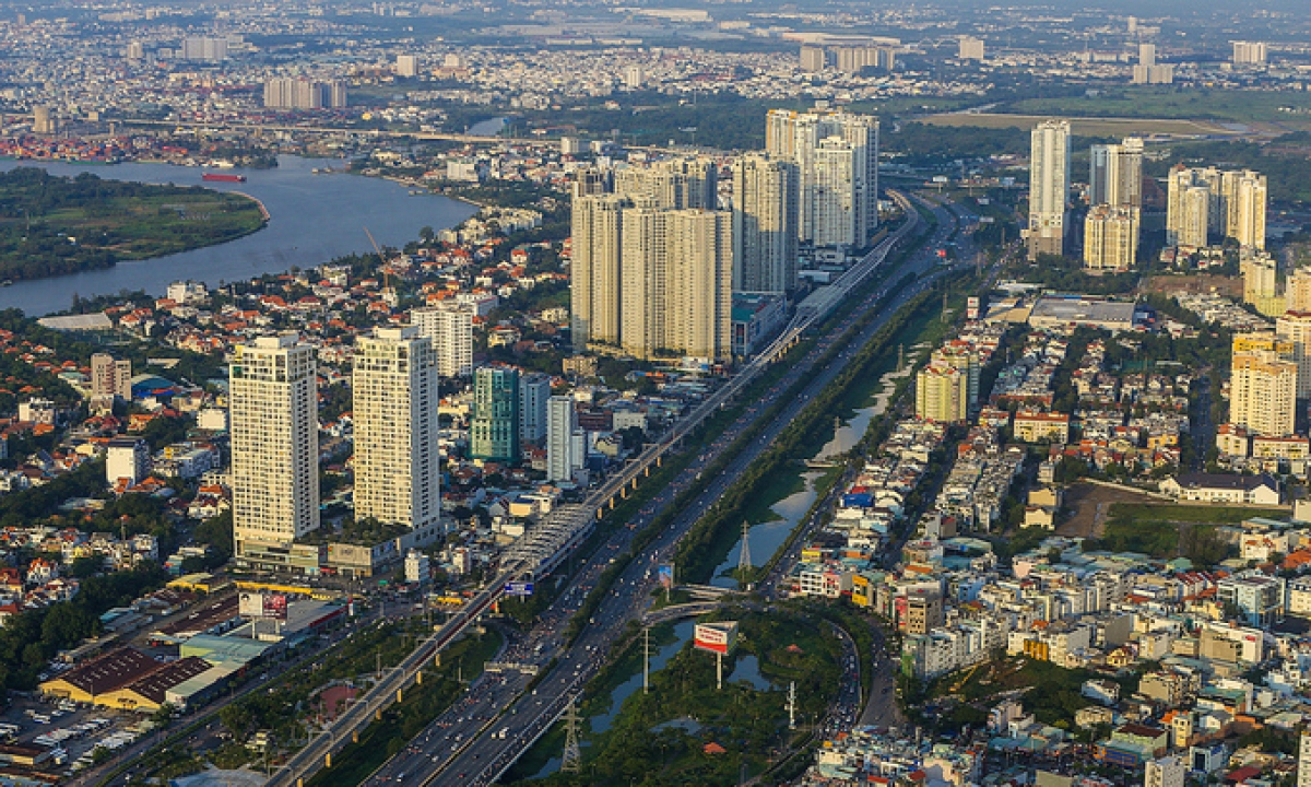 Apartment buildings and houses in Ho Chi Minh City. Photo by VnExpress/Quynh Tran.