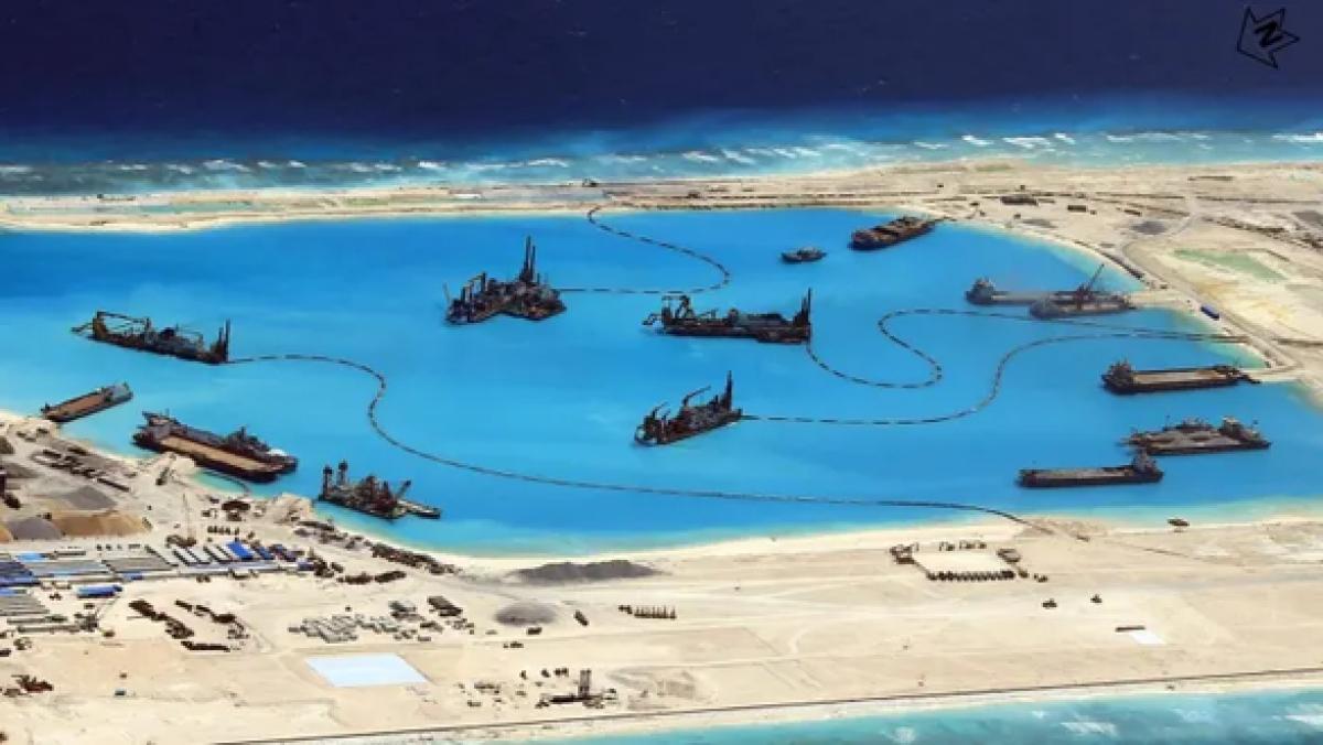 Các tàu nạo vét của CCCC tham gia bồi đắp trái phép Đá Chữ Thập thuộc quần đảo Trường Sa của Việt Nam. Ảnh: AFP