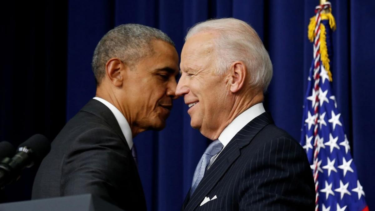Cựu Tổng thống Barack Obama (trái) và ông Joe Biden Ảnh: Reuters