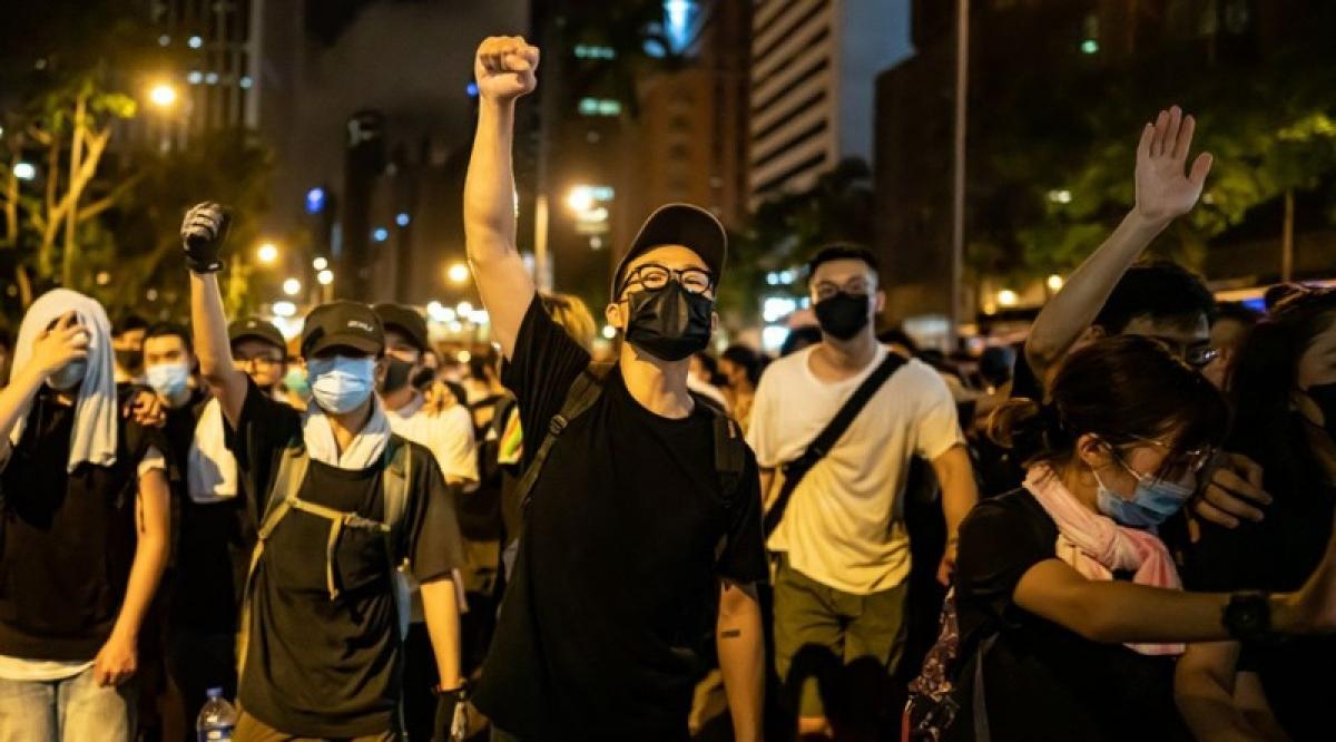 Nhóm người tham gia biểu tình tại Hong Kong hồi năm 2019. Ảnh: AP