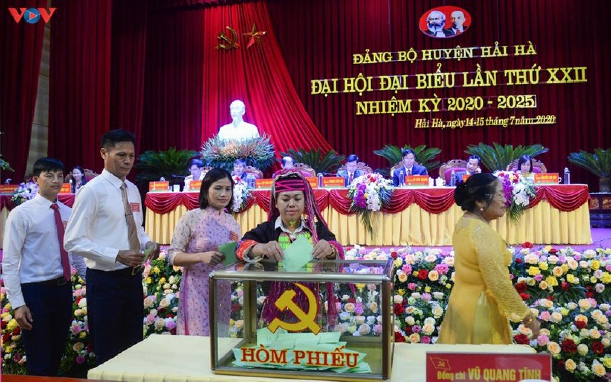 Đại biểu dự Đại hội cấp trên cơ sở của Quảng Ninh đánh giá cao việc bầu trực tiếp Bí thư cấp ủy tại Đại hội.