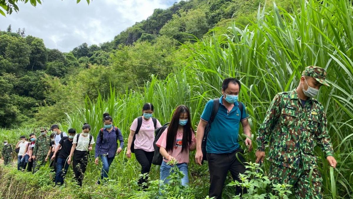 Nhóm đối tượng nhập cảnh trái phép (qua khu vực biên giới Trà Lĩnh, huyện Trùng Khánh, tỉnh Cao Bằng) bị phát hiện, bắt giữ.