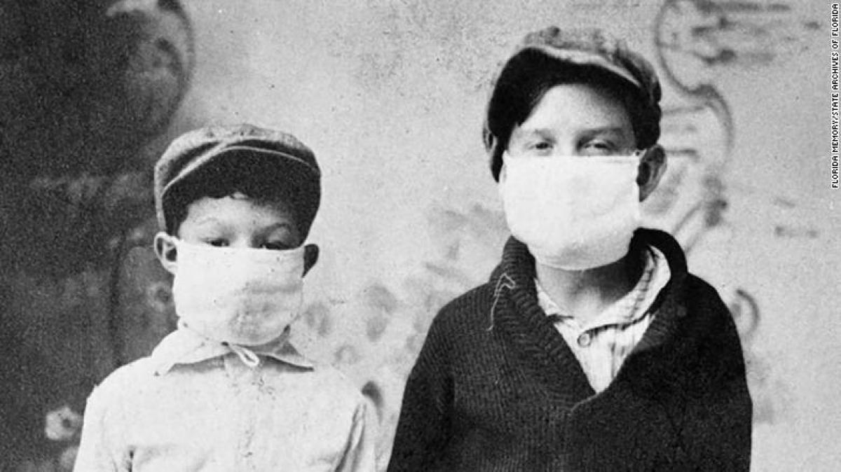 Trẻ em tại thành phố Starke, bang Florida (Mỹ) đi học trong đợt bùng phát dịch cúm Tây Ban Nha năm 1918. Ảnh: CNN.