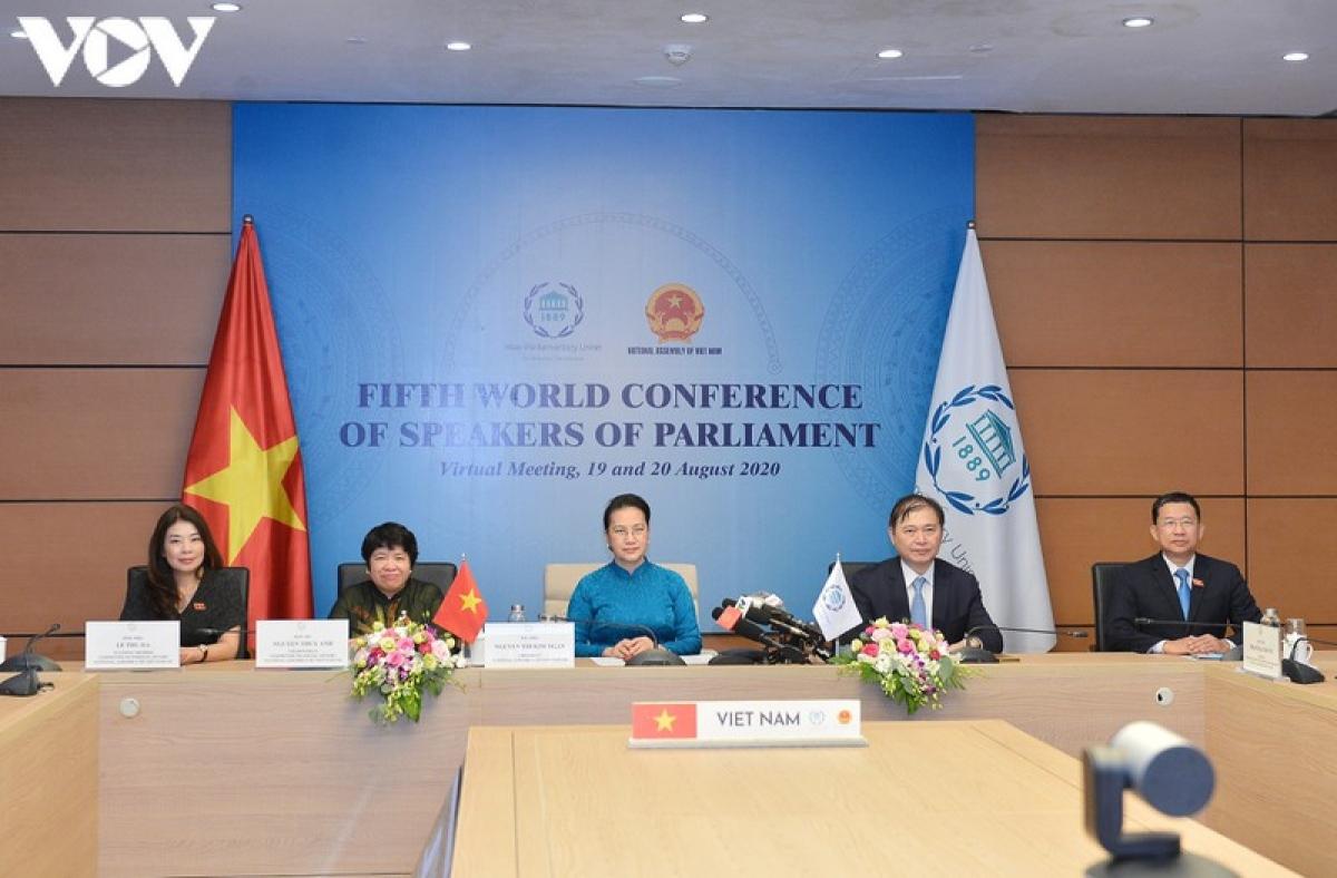 Chủ tịch Quốc hội Nguyễn Thị Kim Ngân tham dự trực tuyến từ Nhà Quốc hội, Thủ đô Hà Nội và có bài phát biểu quan trọng tại Hội nghị.