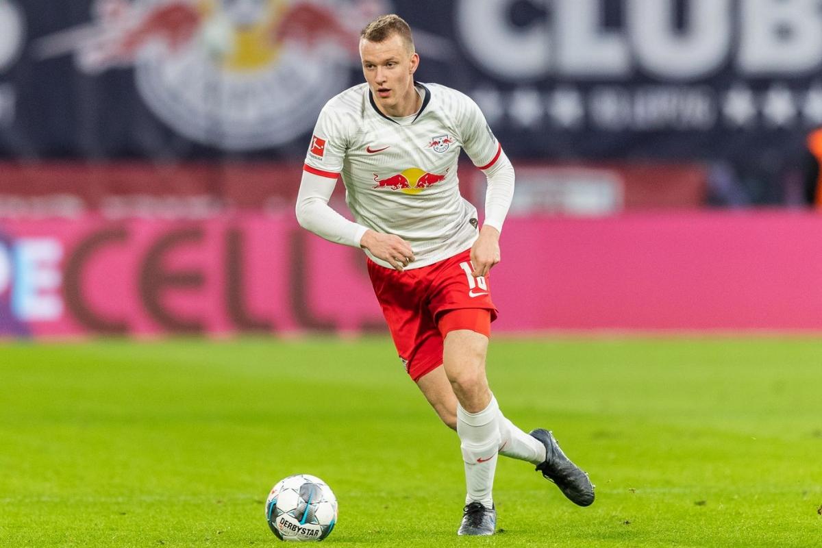 Hậu vệ phải: Lukas Klostermann