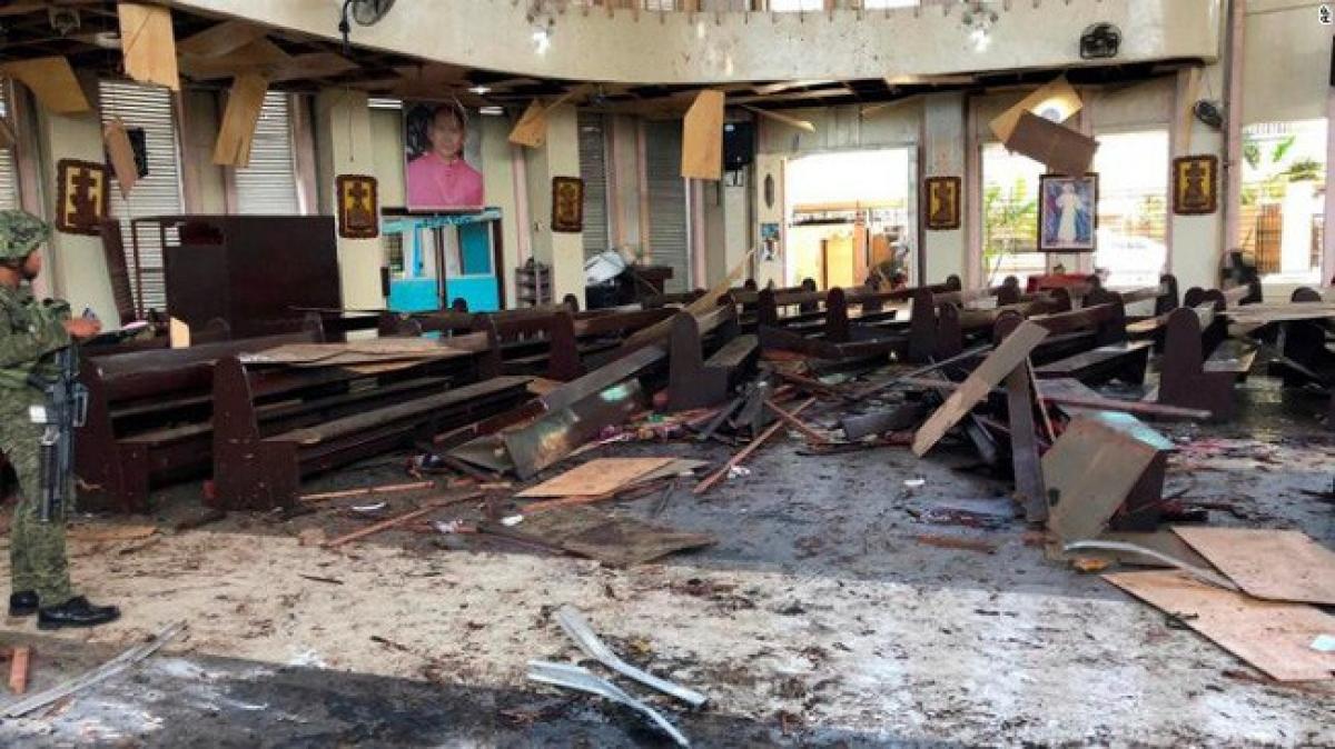 (Ảnh minh họa: Hiện trường một vụ đánh bom ở Jolo Philippines đầu năm 2019 - CNN)