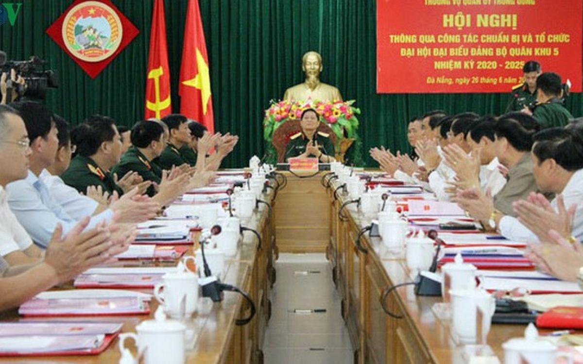 Bộ trưởng Bộ Quốc phòng kiểm tra công tác chuẩn bị Đại hội Đại biểu Đảng bộ Quân khu 5 (ngày 26/6)