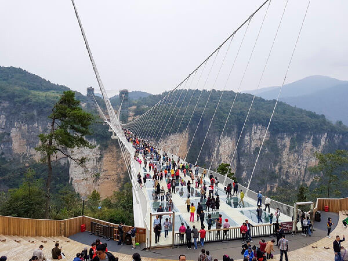 Cầu kính ở Trương Gia Giới, Trung Quốc