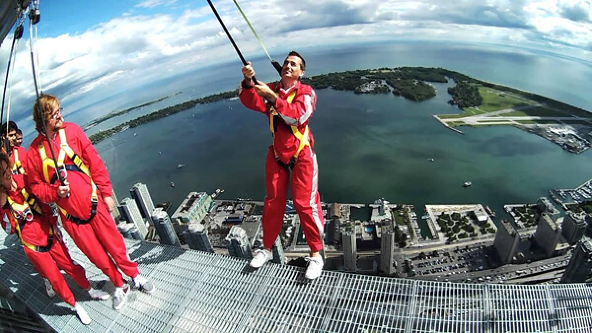 Đi bộ trên tháp CN, Canada