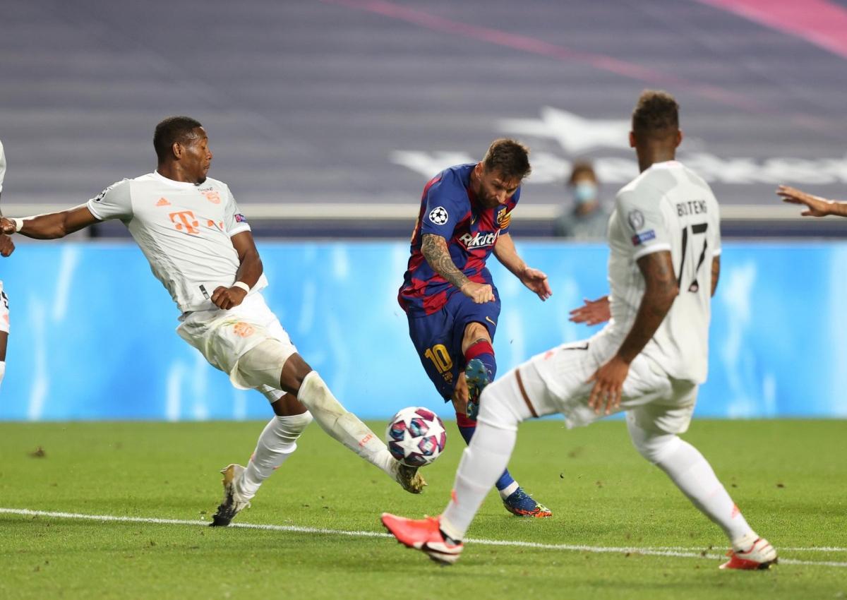Lionel Messi chỉ suýt làm nên chuyện khi đưa bóng dội cột dọc Bayern Munich sau quả tạt từ cánh phải ở phút thứ 9, thời điểm tỷ số đang là 1-1.