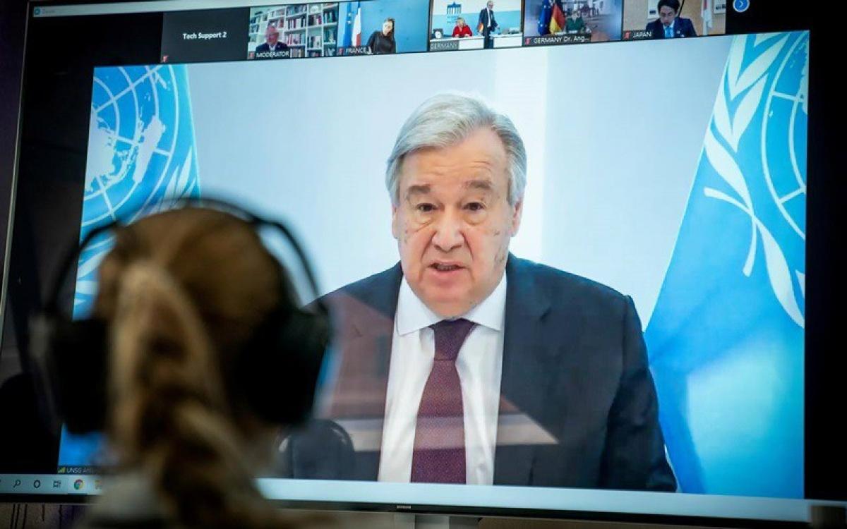 Tổng thư ký Liên Hợp Quốc Antonio Guterres trong một hội nghị trực tuyến về khí hậu vào tháng 4. Ảnh: Reuters.