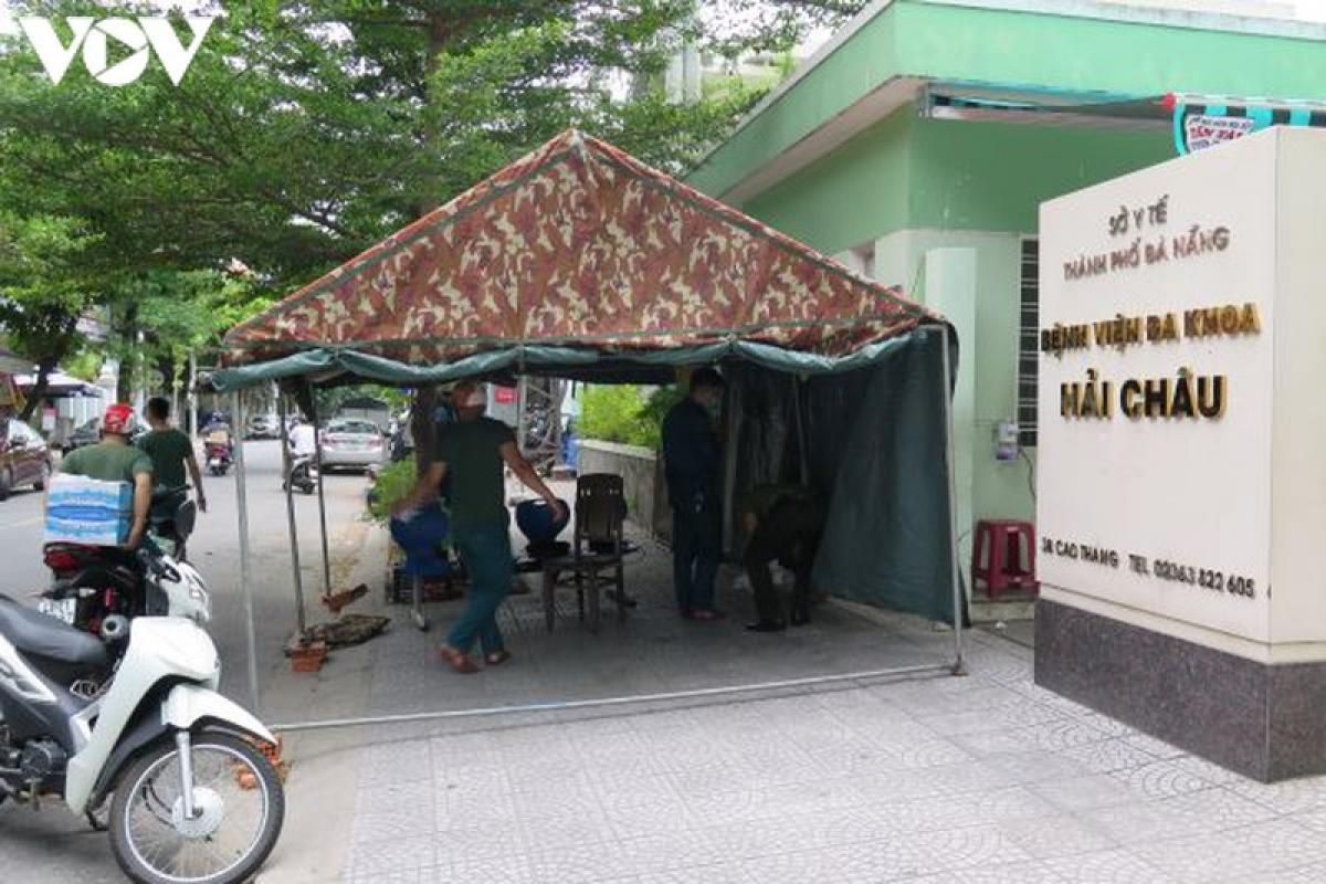 Chốt trực trước bệnh viện Hải Châu được tháo dỡ.
