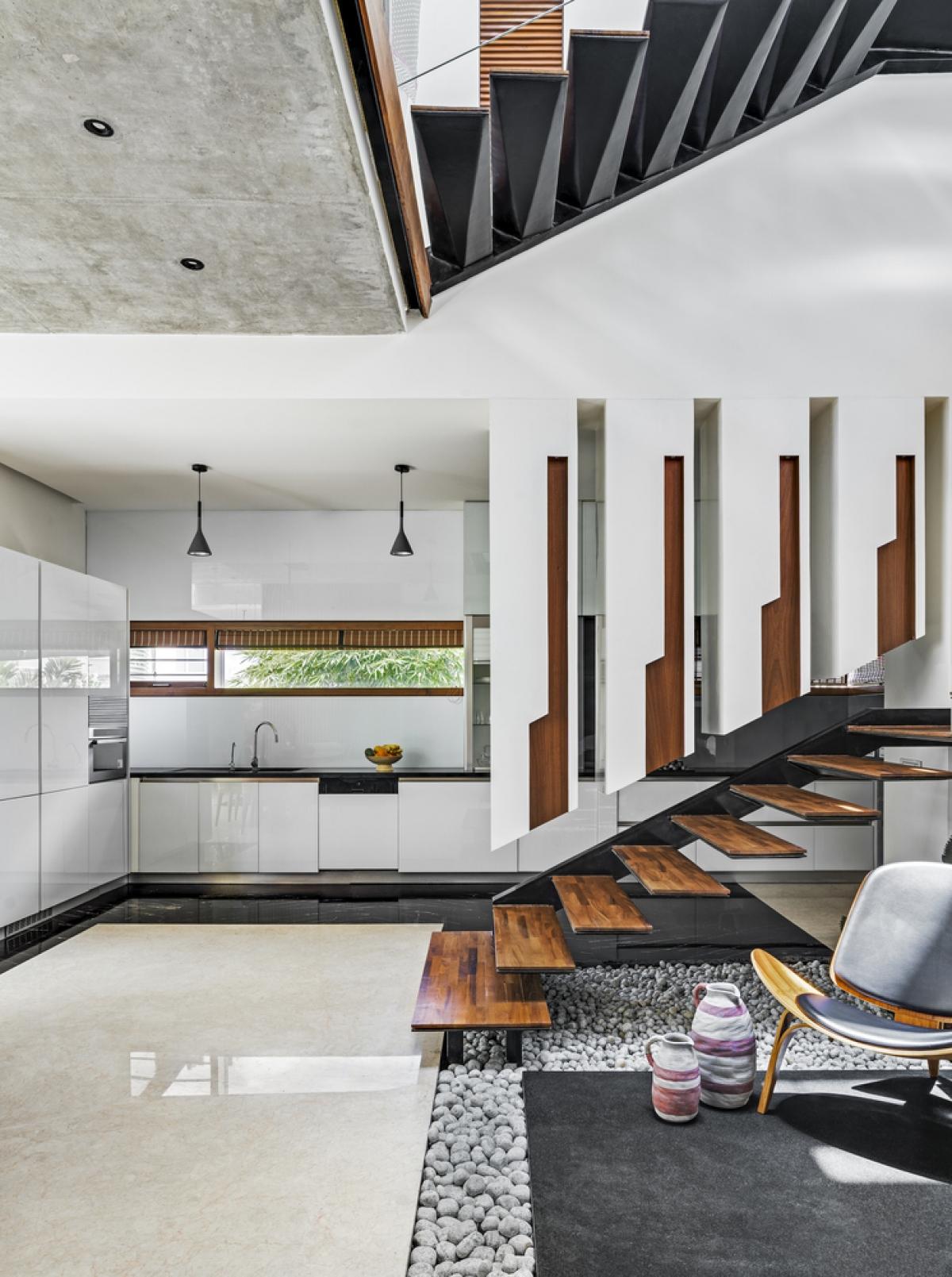 Nội thất được giữ đơn giản nhưng chú ý đến từng chi tiết, đồng thời kết hợp nhuần nhuyễn với các yếu tố kiến trúc.