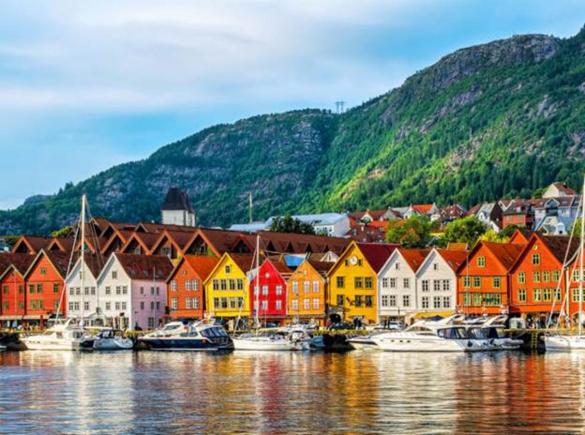 Na Uy: Cùng trong khoảng đầu tháng 9 năm ngoái, đoàn làm phim đã tới thủ đô Oslo, Na Uy. Ekip lựa chọn nhà hát opera Oslo, cùng địa điểm quanh các khu Tjuvholmen, Aker Brygge và Bjørvika. Đây là những khu vực gần biển, nổi tiếng với kiến trúc đương đại vô cùng đẹp mắt tại Na Uy.