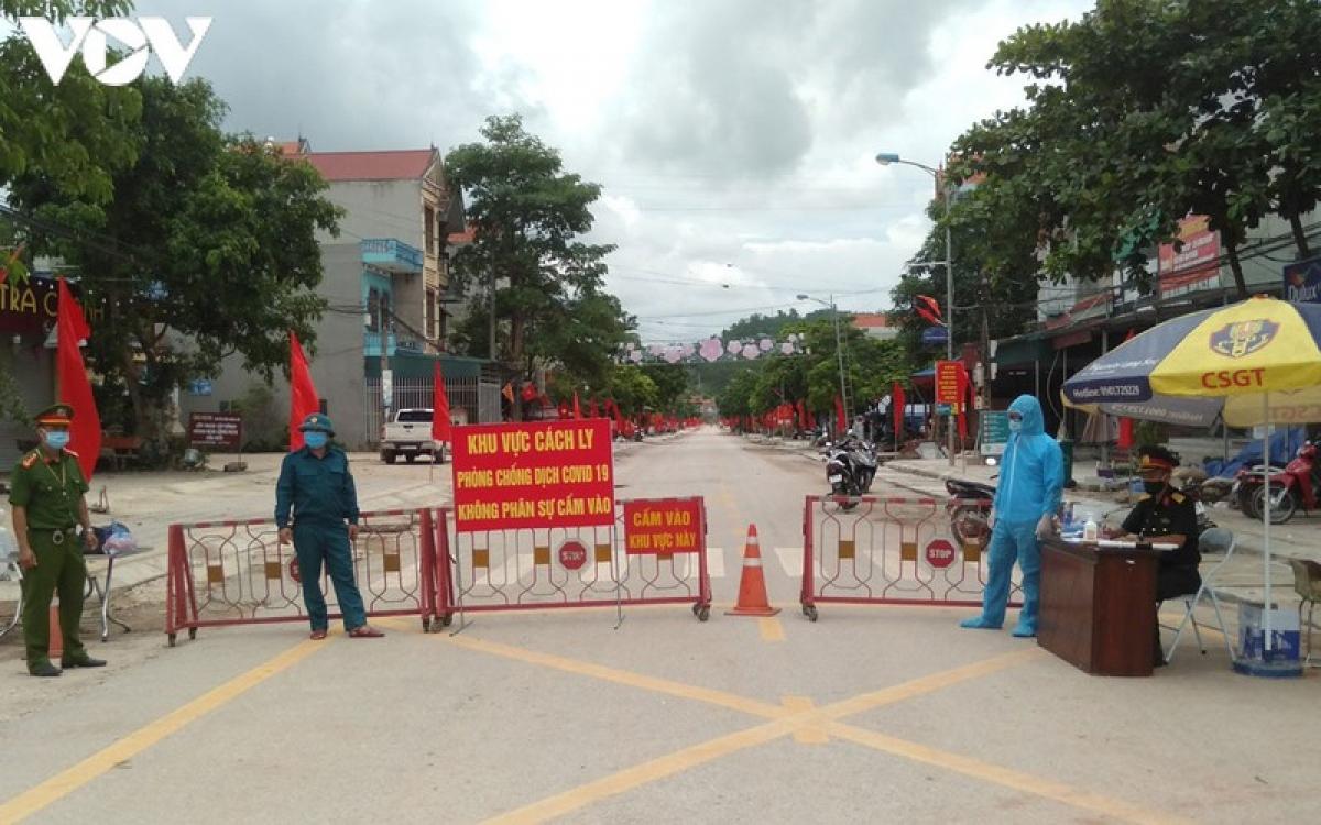 5 người cuối cùng thuộc đối tượng F1 liên quan đến ổ dịch Covid-19 tại thị trấn Đình Lập vừa rời khỏi khu cách ly y tế tập trung.