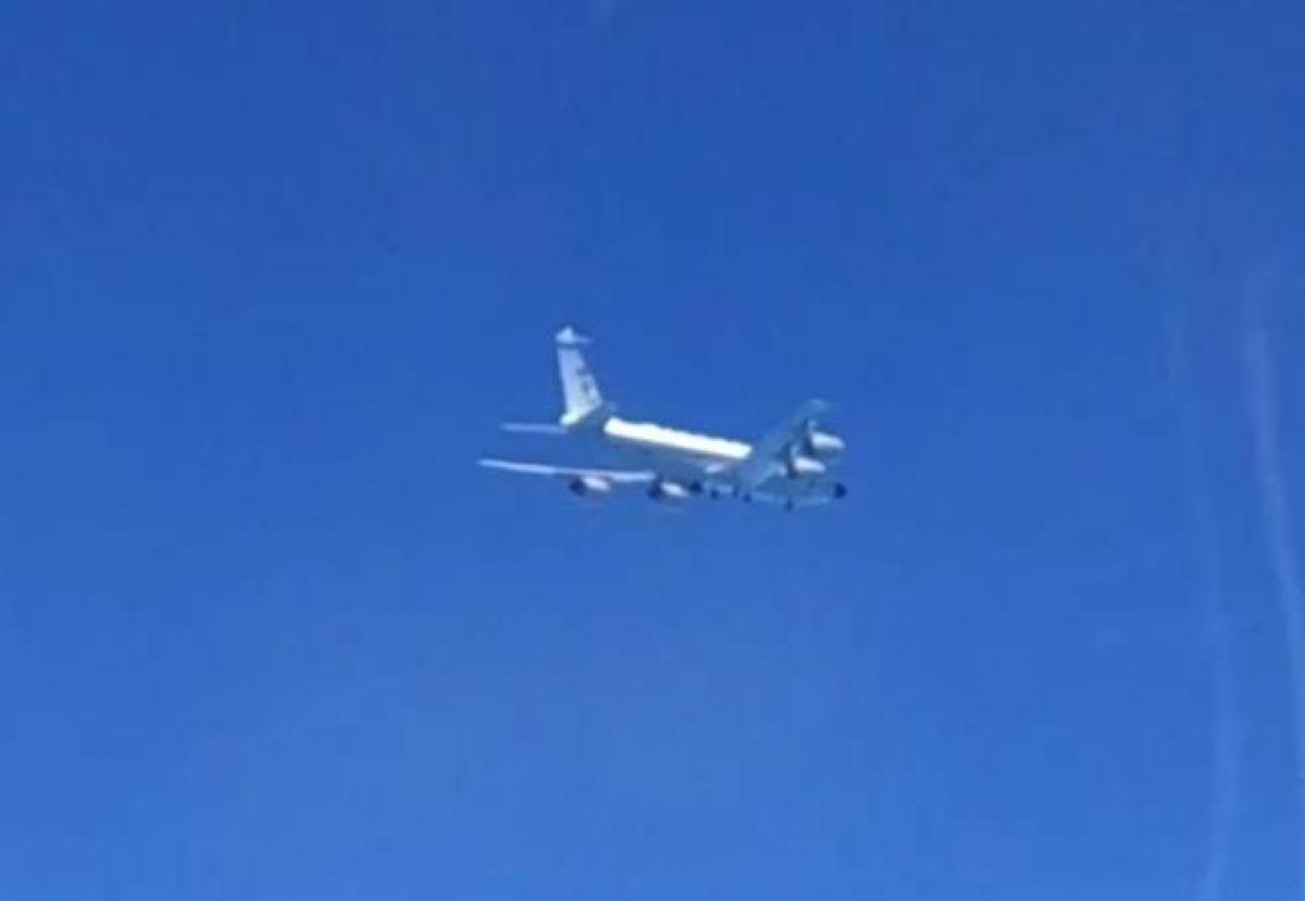 Hình ảnh máy bay Mỹ bị ngăn chặn trên Biển Đen (Ảnh: Bộ quốc phòng Nga)