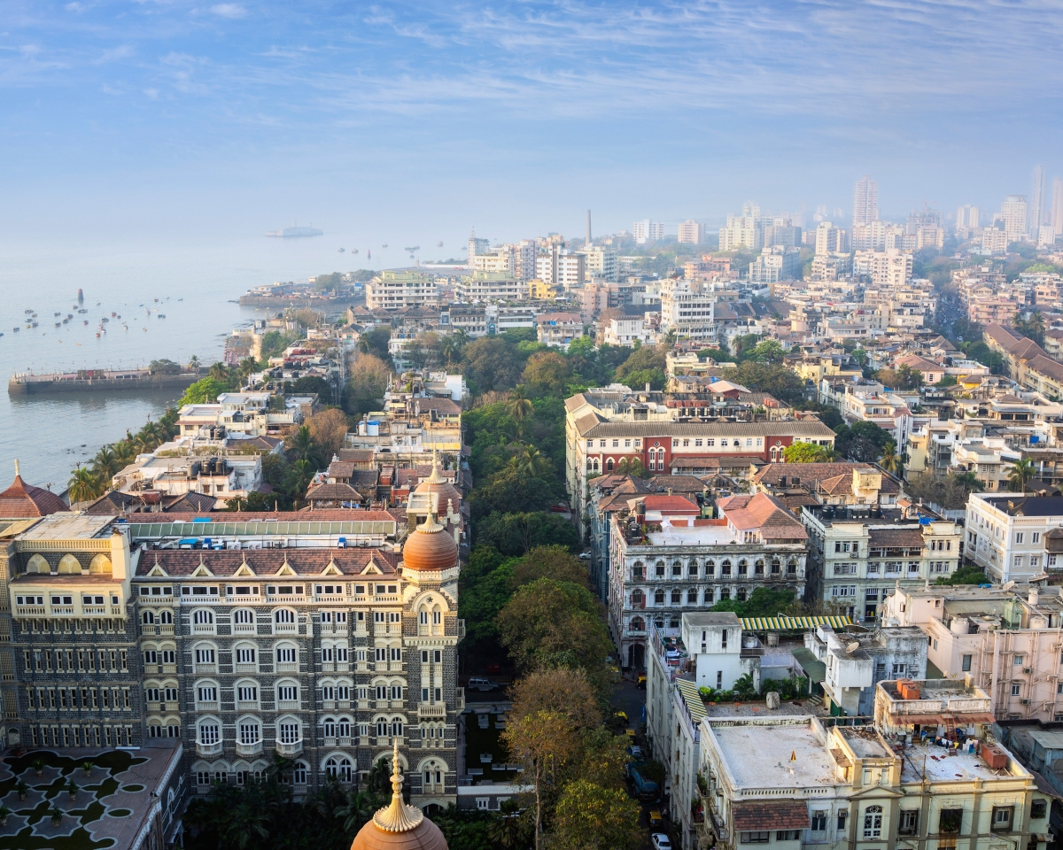 Nổi tiếng với địa danh sầm uất, đông đúc, Mumbai từng xuất hiện trong không ít phim đình đám phải kể đến như Slumdog Millionaire (Triệu Phú Khu Ổ Chuột) hay gần đây là Hotel Mumbai và Extraction -phim hành động Netflix có sự tham gia của Chris Hemsworth.