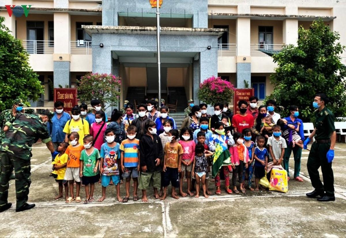 Tuyên truyền vận động những người dân này quay trở lại Campuchia tiếp tục làm ăn, sinh sống.