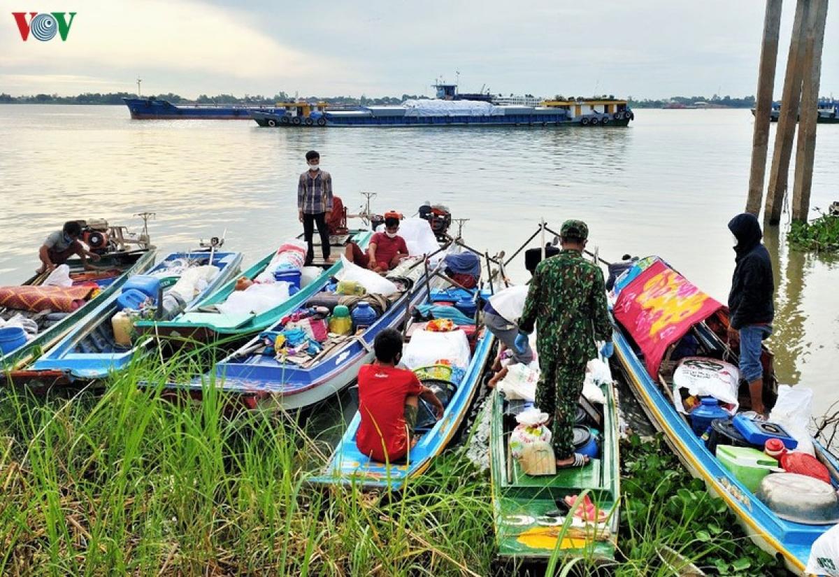 8 thuyền máy các gia đình sử dụng để nhập cảnh trái phép vào Việt Nam.