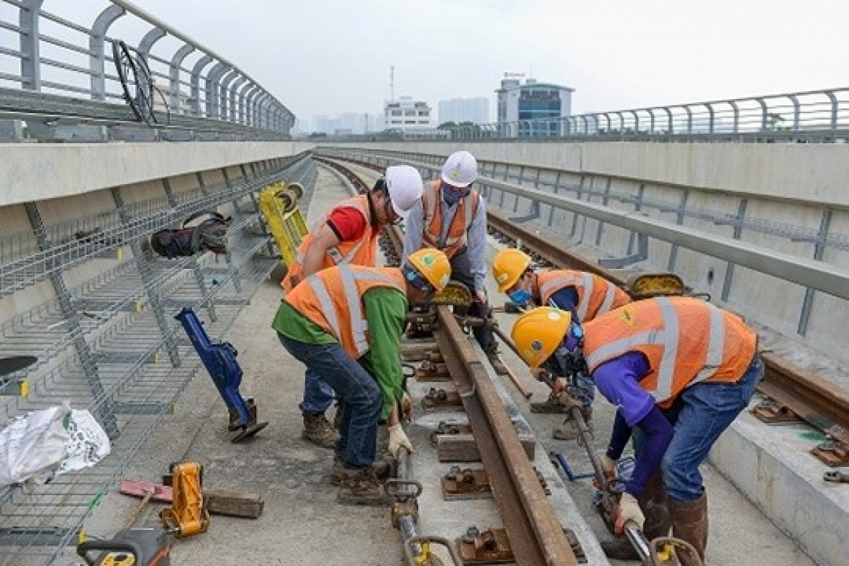 Trên công trường luôn duy trì hàng trăm công nhân làm việc 3 ca mỗi ngày.Mục tiêu dự án là khai thác trước đoạn trên cao vào tháng 4/2021 và toàn tuyến vào quý IV/2022.