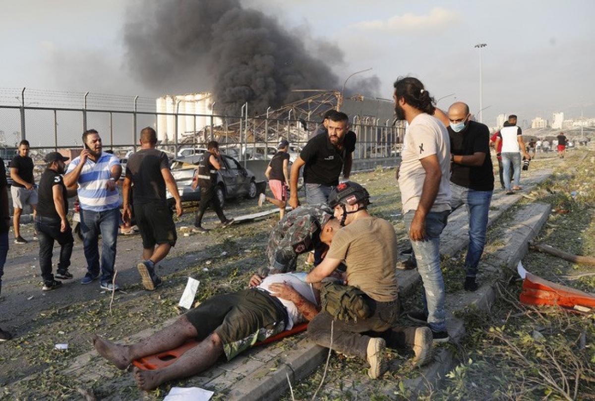 Vụ nổ làm rung chuyển thủ đô Beirut của Liban. (Ảnh: AP).