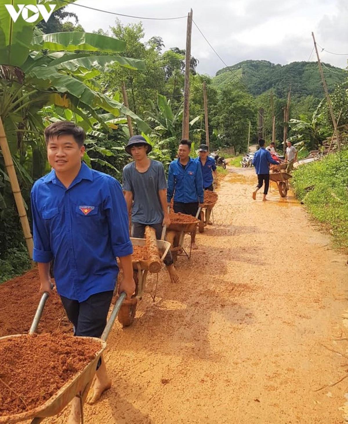 Đoàn thanh niên huyện Lục Yên tham gia khắc phục hậu quả mưa lũ trên địa bàn