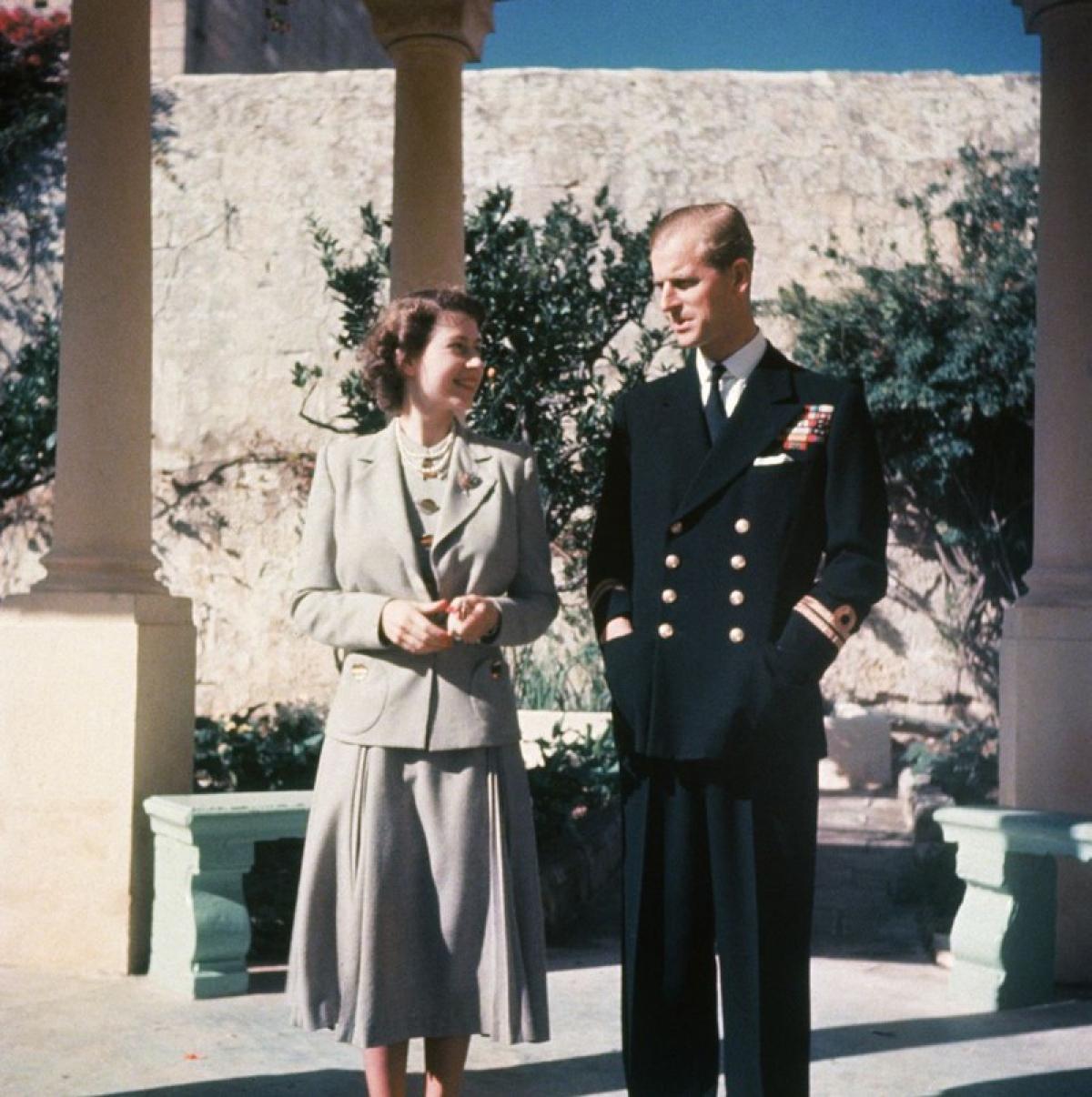 Nữ hoàng Elizabeth và chồng, Hoàng tử Phillip kỷ niệm tuần trăng mật ở Malta.