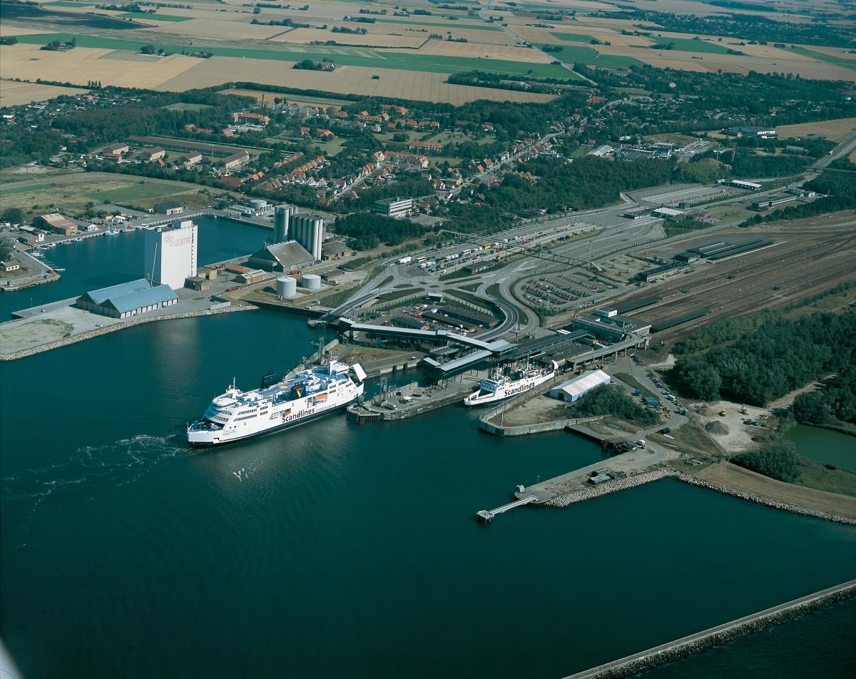 Nysted Wind Farm nằm gần Lolland – hòn đảo lớn thứ 4 của Đan Mạch đem đến cảm giác như lạc vào một hành tinh khác với những turbine gió khổng lồ trên mặt biển. Ngoài ra, thị trấn Rødbyhavn của Lolland cũng sẽ góp mặt trong một số cảnh quay của TENET.