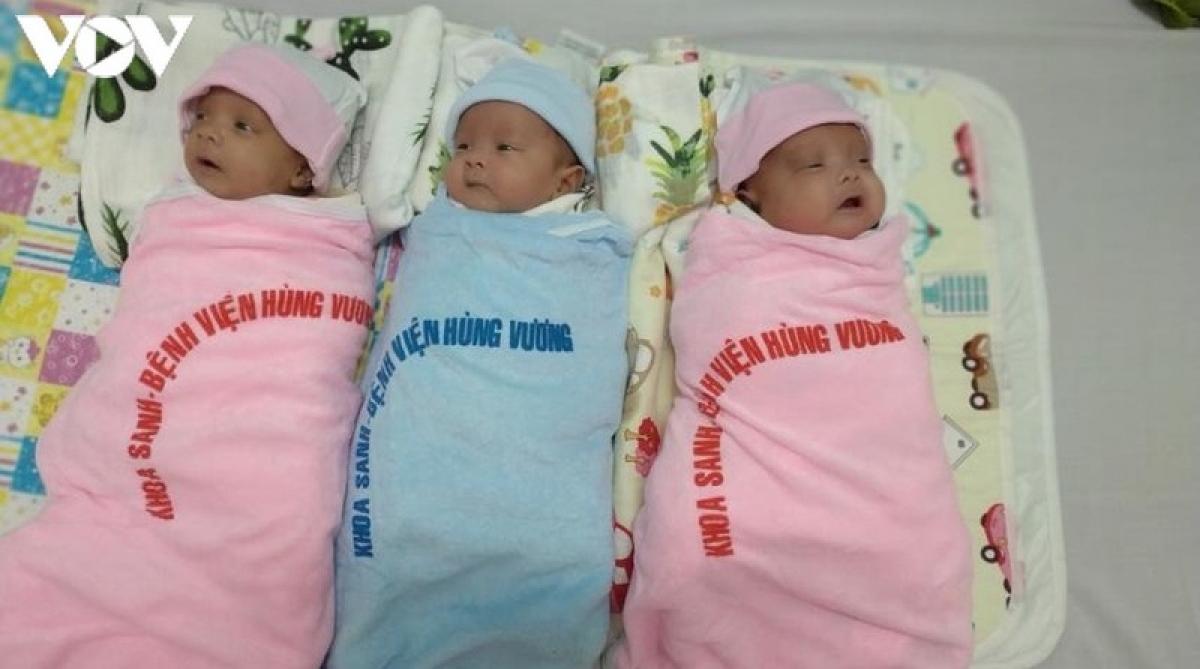 3 em bé sinh non được cứu sống sau 91 ngày.