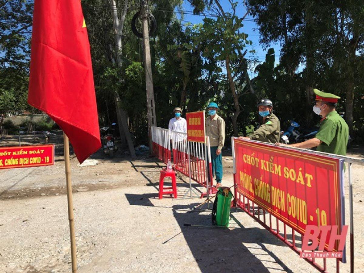 Ngày 7/8, Chủ tịch UBND TP Sầm Sơn đã ra quyết định tạm đình chỉ công tác đối với ông Đỗ Ngọc Tuấn, Quyền Chủ tịch UBND phường Quảng Vinh. Thời hạn tạm đình chỉ công tác là 15 ngày. Ảnh Báo Thanh Hóa.