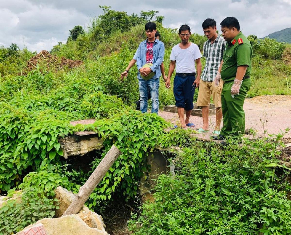 Phòng Cảnh sát môi trường phát hiện doanh nghiệp xả nước thải chưa qua xử lý ra môi trường và khai thác, sử dụng nguồn nước ngầm không có giấy phép. (Ảnh Công an Quảng Ninh).